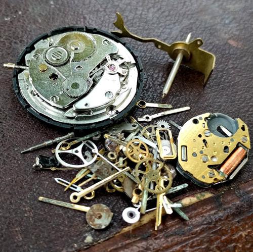 Sada komponentů pro výrobu steampunk šperků