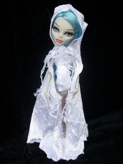 Něžná bílá gotika pro Monster High