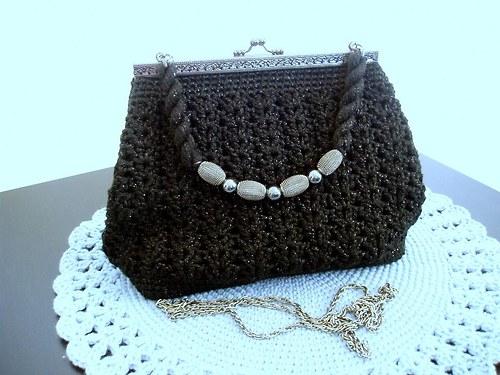 kabelka háčkovaná-černý lesk