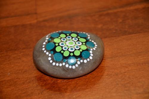 Kámen malovaný zelený
