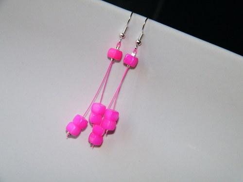 """Náušničky \""""neonové kostičky\"""" růžové"""