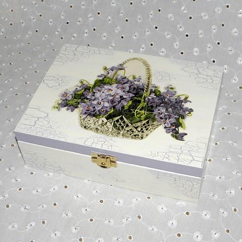 Krabička s fialkami