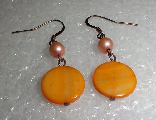 Oranžová perleť - náušnice