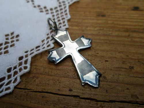 Křížek - stříbrný přívěsek