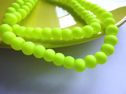 Neonové korálky žluté 6 mm 20ks