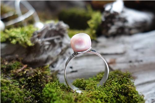 Prsten s růžovou říční perlou