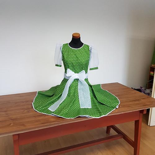 zelené šaty, puntík, balonový rukáv