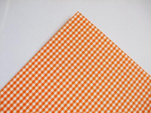 Karton oranžový kostky