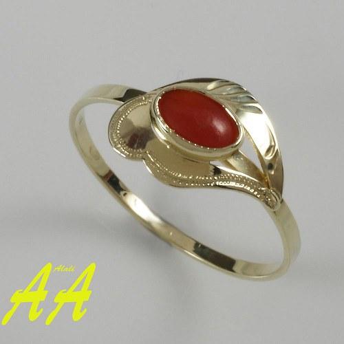 Zlatý prstýnek s karneolem
