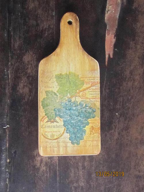 Dřevěné prkénko střední 28*12cm Hroznové víno