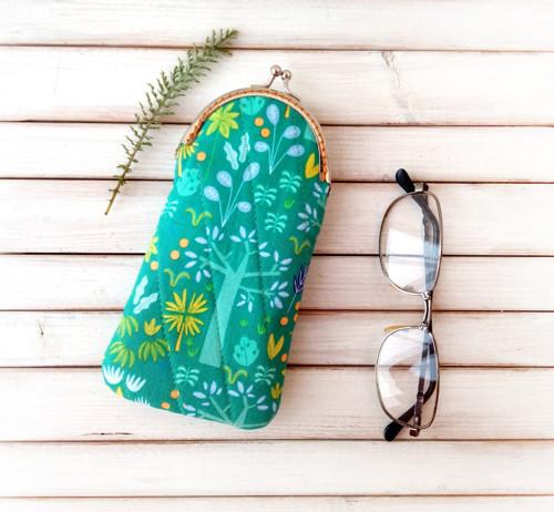 Pouzdro na brýle Zeleno-fialová se stromy