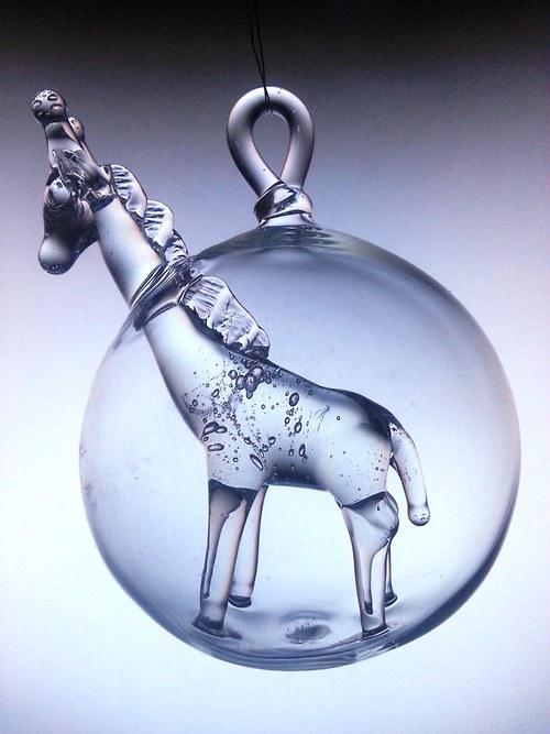 koule s motivem - zvědavá žirafa