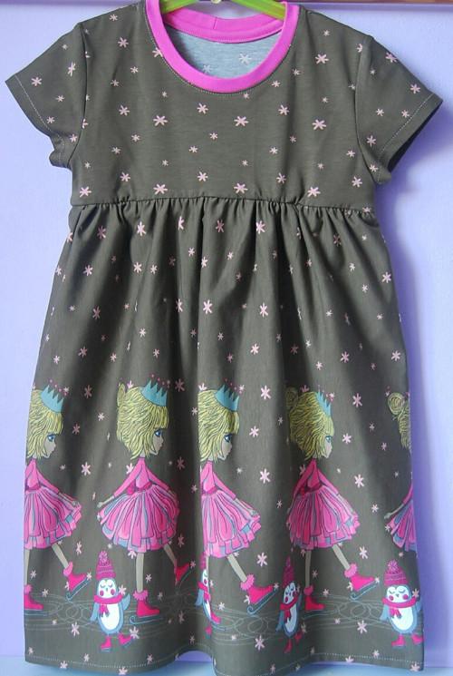 """Úpletové šaty pro holčičku hnědé \""""Princezna na bru"""