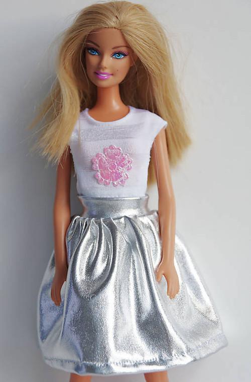 Strieborná suknička pre Barbie