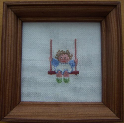 Vyšívaný obrázek - holčička na houpačce