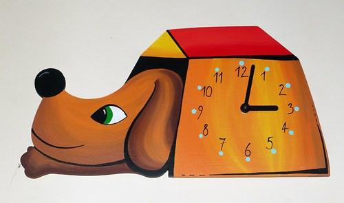 Hodiny - Pes v boudě