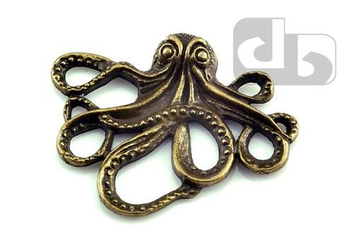 Bronzový přívěšek - chobotnice 43 x 35 mm - 1ks