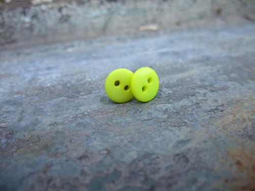 Knoflíkové náušnice - mini žluté