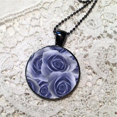 Přívěsek - ustláno v růžích (modrá) I.