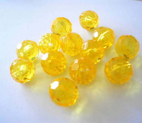 Plastové kuličky 20mm žluté