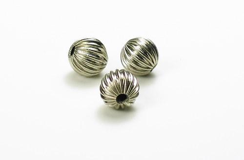 kovový korálek kulatý