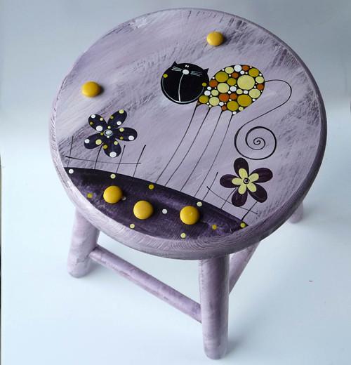 dřevěná stolička - fialová s kočkou