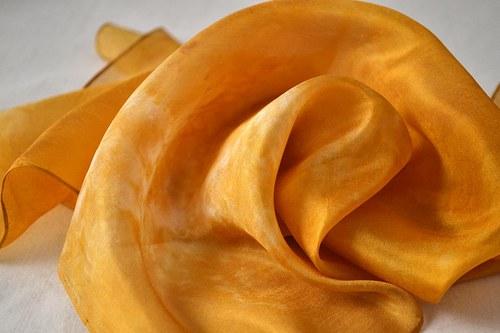 Batikovaný rezavě hnědý šátek