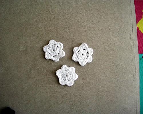 Háčkované kytičky - bílé