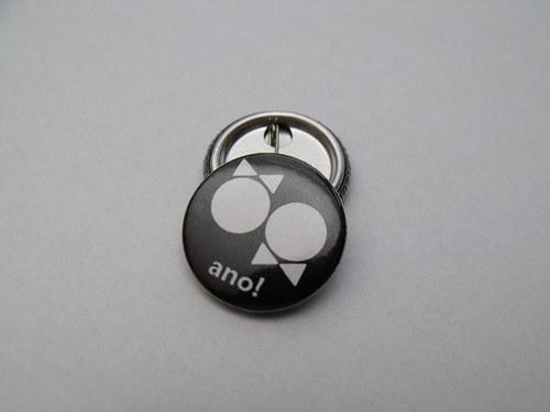 """Button svatební \""""Ano!\"""" (černý, 25 mm)"""