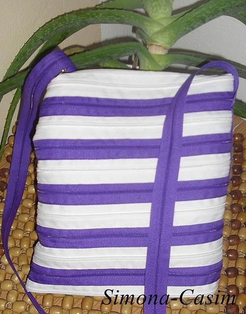 Zipovka-bílá s fialkovou