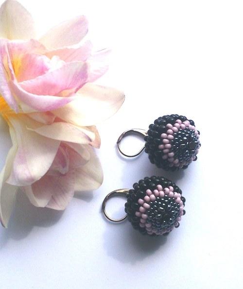 Černo-růžová romantika
