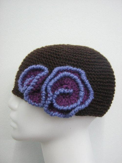 Pletená, hnědo - fialová čepice