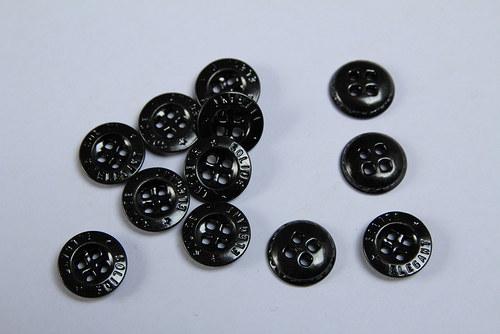 Černé kovové knoflíky z první republiky