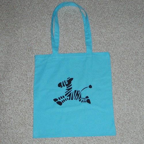 Světle modrá taška se zebrou