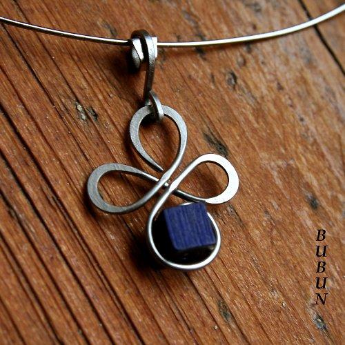 Třlístkový náhrdelník