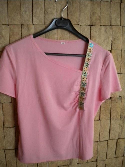 letní tričko s originální vyšívanou portou