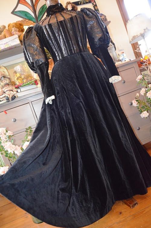 !!! Dobový historizující sametový kostým, šaty !!!