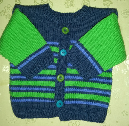 Pletený svetříček na knoflíky z vlny