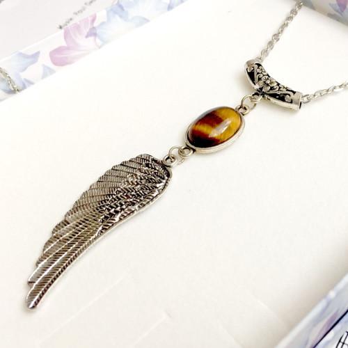Náhrdelník s andělským křídlem a tygřím okem