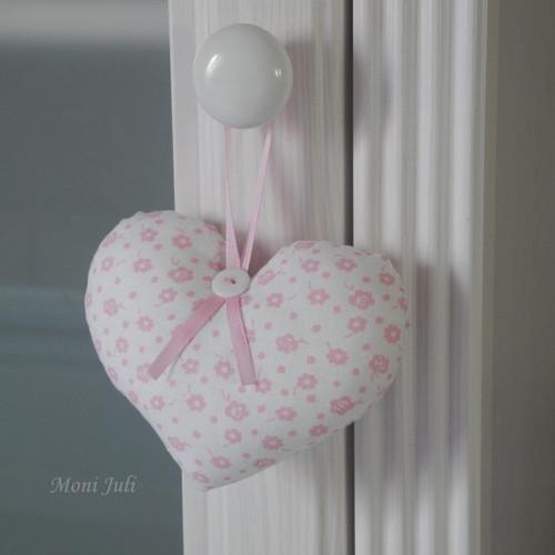 Malé srdíčko růžový kvítek