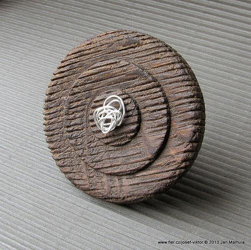 ROBIN HOOD ii dřevěná brož