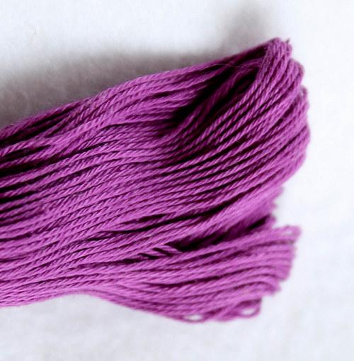 Vyšívací příze fialová
