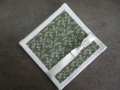 Podkafíčko růžičky na zelené