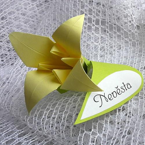 Lilie - jmenovka ke svatební hostině