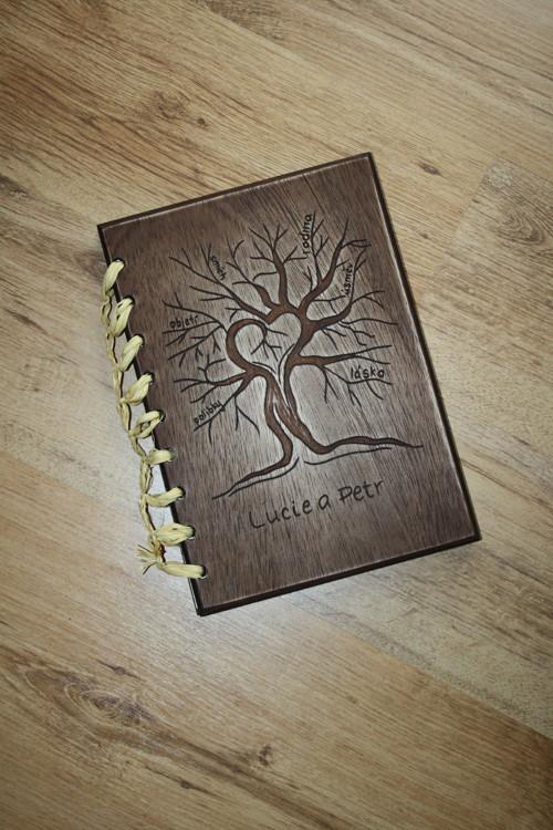 Dřevěné fotoalbum - Strom se slovy