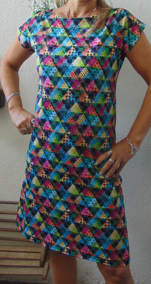 šaty Triangly