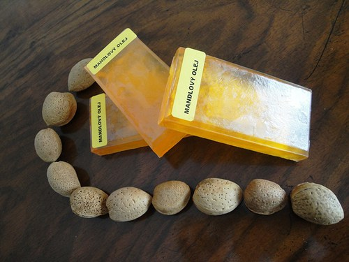 Glycerinové mýdlo s mandlovým olejem