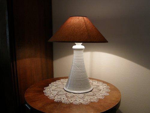 STOLNÍ LAMPA (bílá, lesklá)