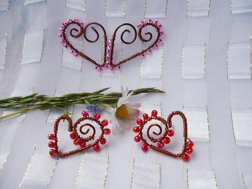 drátkovaná srdíčka do růžova a do červena