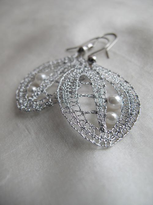 Stříbrné balonky s kapkami bílé